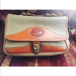 Dooney & Bourke Vintage shoulder messenger bag 💼